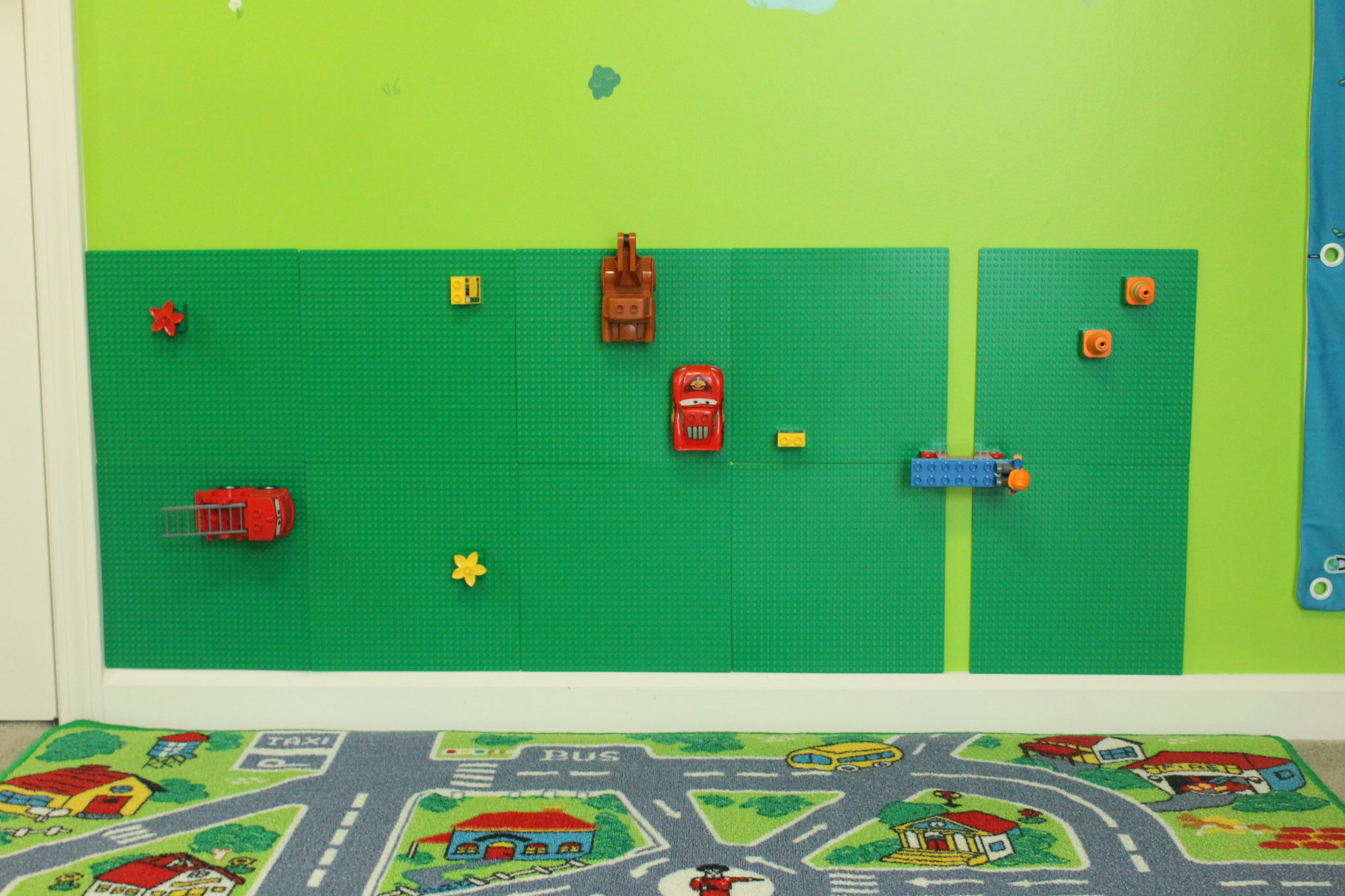 Decorating my toddler son 39 s room vehicle theme for Decoration lego