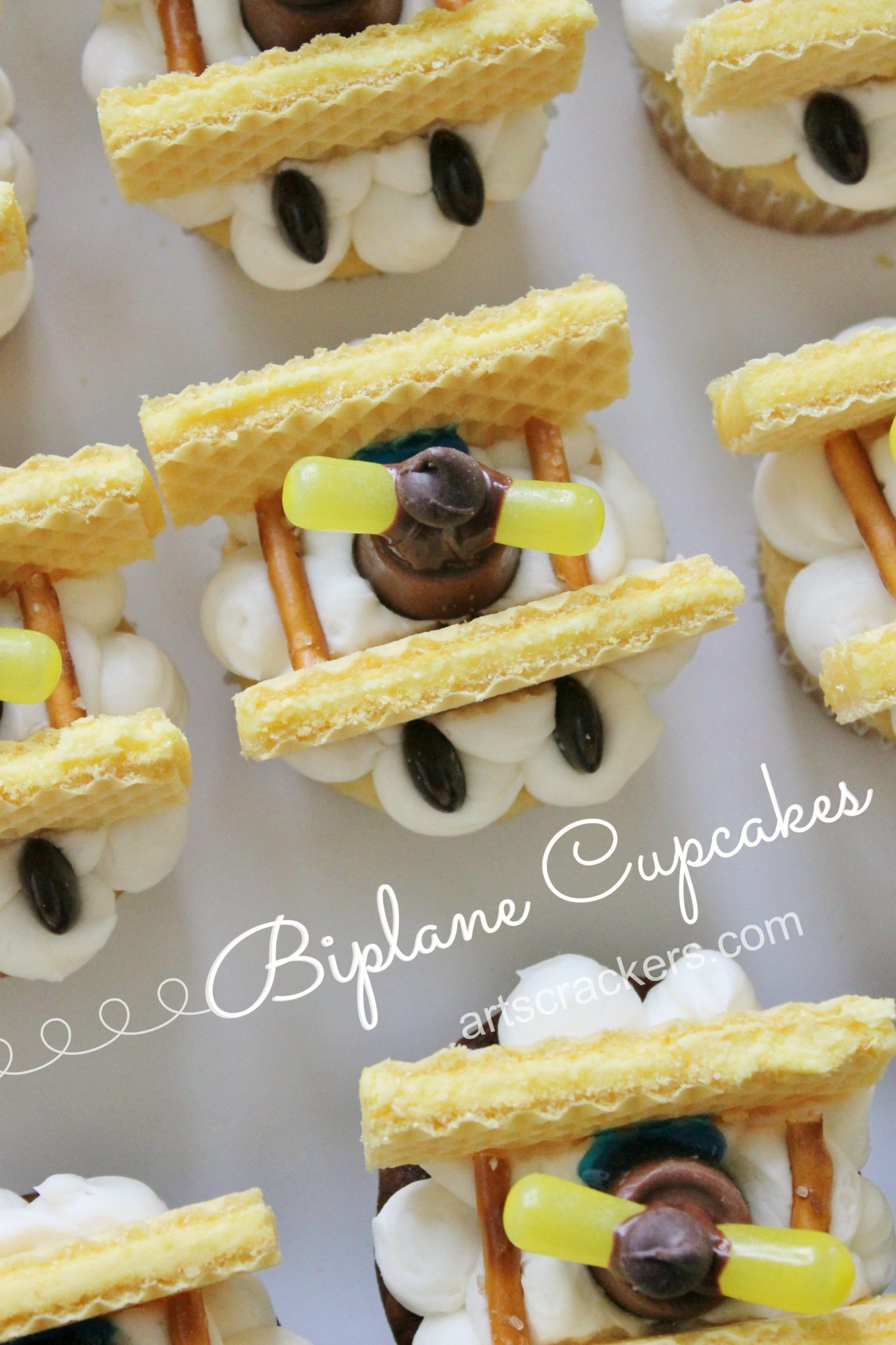 Biplane Inspired Cupcakes Decorating Tutorial. Click on the photo to view the step-by-step tutorial.