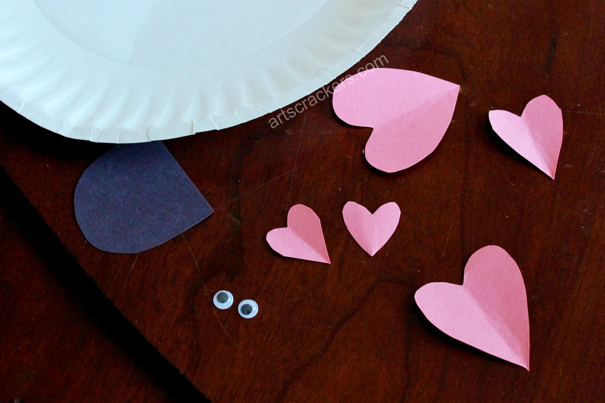 Paper Plate Love Bug Step 1
