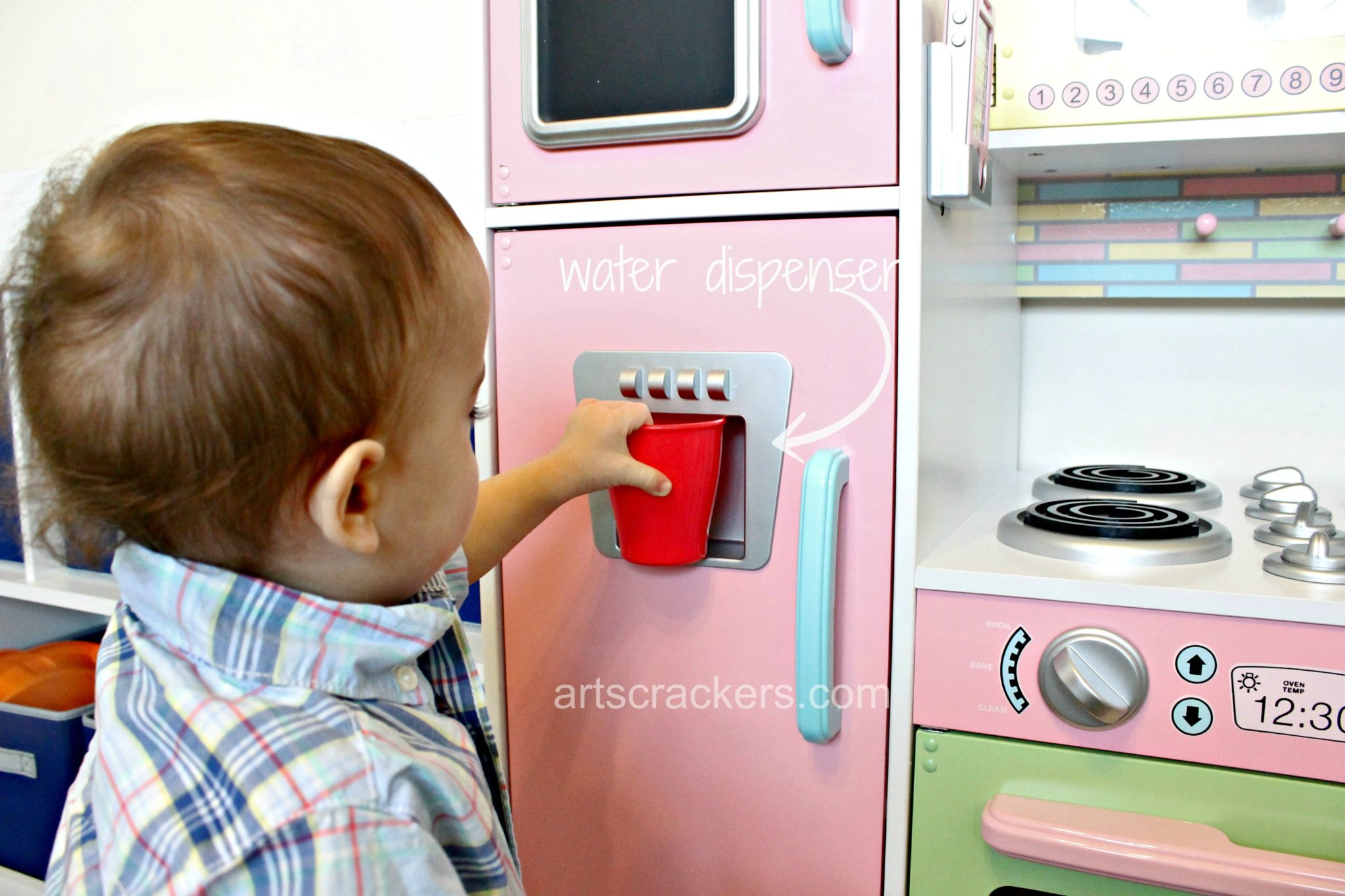 KidKraft Uptown Pastel Kitchen Water Dispenser
