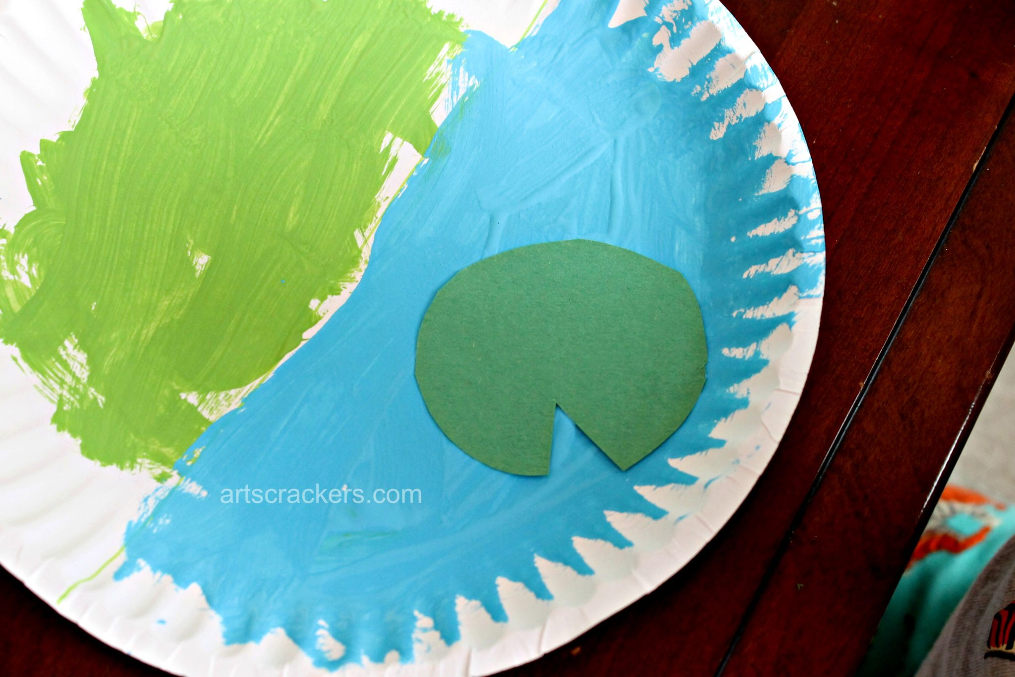 Frog on a Lily Pad Pond Plate Step 3