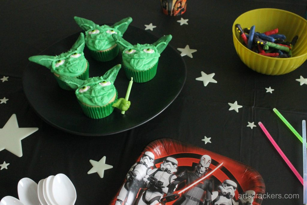 Star Wars Rebel Party Cupcakes and Decor