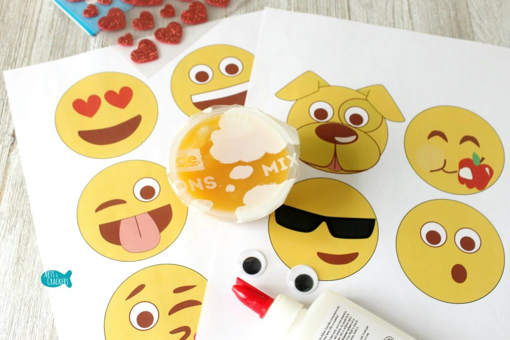 Emoji Fruit Cups Supplies