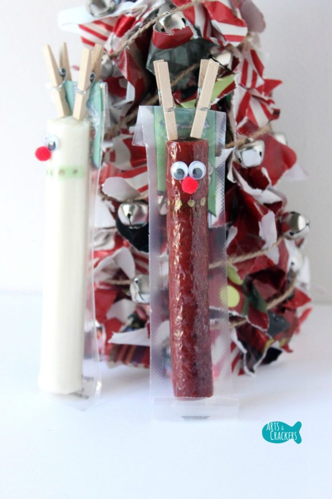 This Beef Stick Wrapper Reindeer and String Cheese Wrapper Reindeer are sure to bring some Christmas magic to snack and lunchtime. | String Cheese Snack | String Cheese Wrapper | Christmas Snack Ideas | Christmas | Christmas Treat | Healthy Snacks | Snacks for Kids | Fun Lunch | Cute Snacks | Edible Crafts | String Cheese Wrapper Crafts | Reindeer Crafts | Candy Cane Snacks | Christmas Tree Snacks | Christmas Present Craft | Snowflake Snacks | Winter Treats | Lunch Box Ideas | Christmas Food for Kids | Reindeer