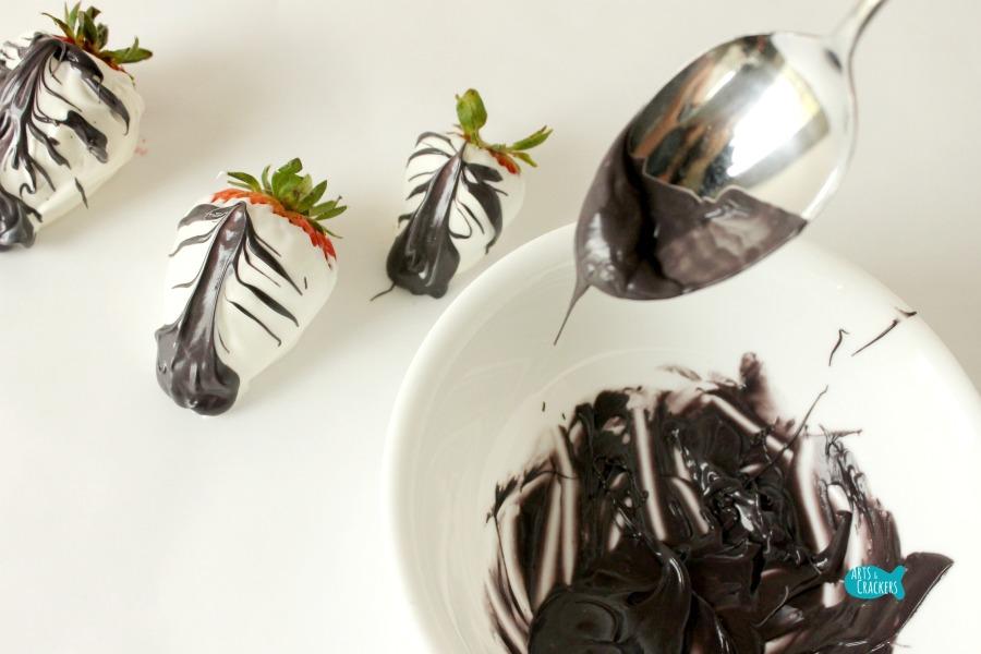 Zebra Chocolate Covered Strawberries Step 3