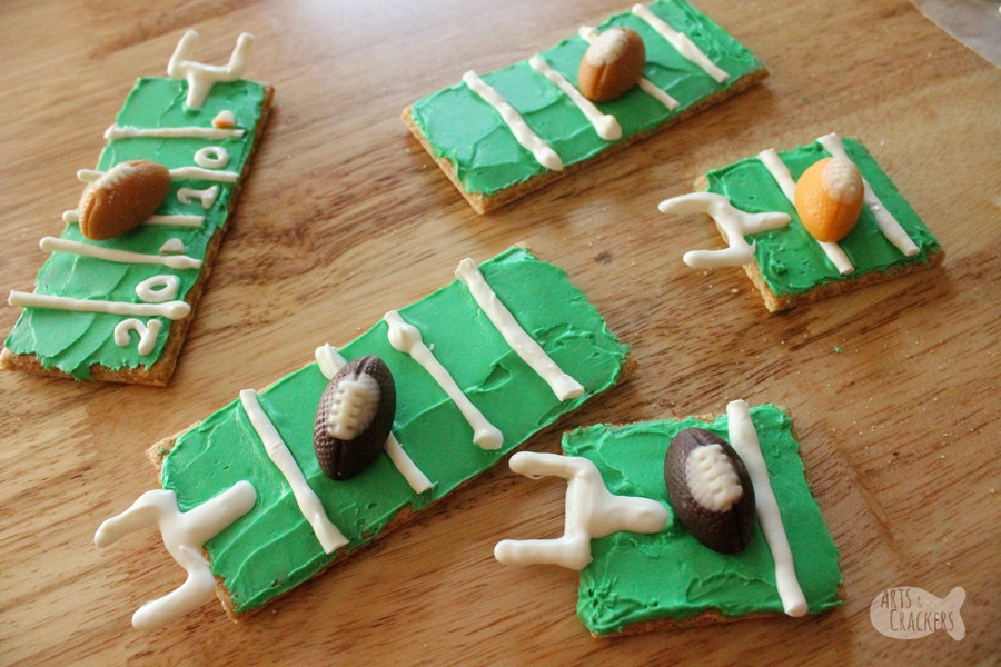 Kick off football season with these cute Football Field Graham Cracker Treats; this Graham Cracker Football Field is the perfect football treat for youth football events, tailgating, football parties, or watching the big game.