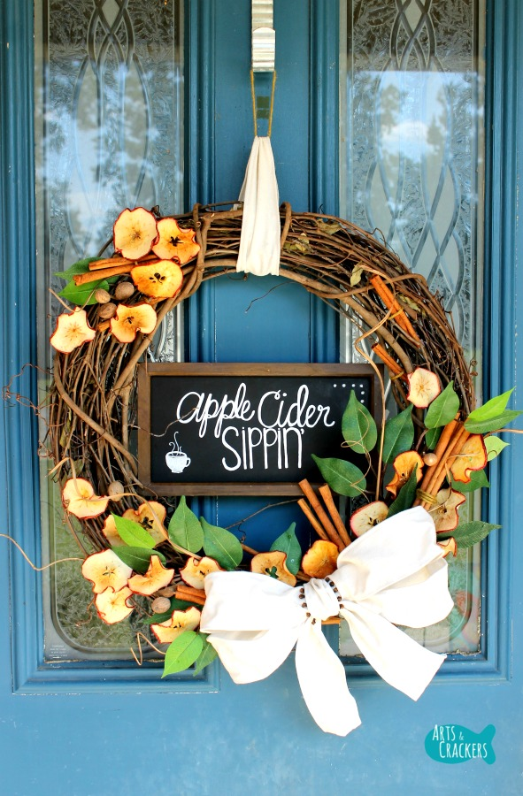 If you love all things autumn, especially apple cider, you'll love this DIY Apple Cider Fall Wreath Tutorial | Apple Cider | DIY Wreath | Fall Wreath | Apple Wreath | Farmhouse | Chalkboard | Essential Oils | doTERRA Oils | Spiced Cider | Home Decor | Interior Decorating | Fall Decorating