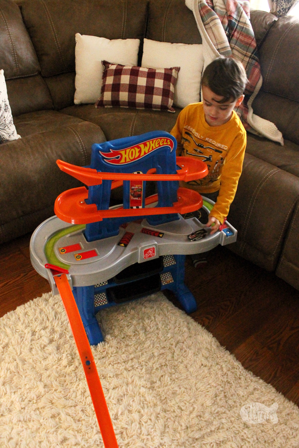 These Hot Wheels gift ideas will put a smile on the face of your kids who love Hot Wheels! Grab these ideas for Christmas gifts, Easter gifts, birthday presents, or just because | #HotWheels #toys #giftideas #holidays #giftgiving #giftsforkids #forkids #preschool #kindergarten #momsofboys #christmas #kidstoys #funforkids