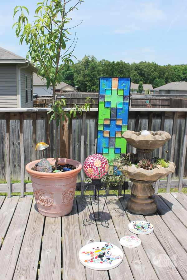 Create your own incredible whimsical patio makeover with these outdoor patio decorating tips | whimsical garden | outdoor living | home and garden #homedecorating #whimsical #outdoorliving #patio