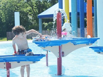 Summer trips to the water park are always fun. Make sure you are prepared for a smooth, fun day at the water park with this printable water park packing checklist. #waterpark #summerfun #checklist #organization printable checklist | waterpark | family resources