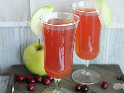 This non alcoholic Cranberry Apple Cider Cocktail will be a hit with everyone at your party. Make it in individual cups or as a party punch | cran-apple | party punch | Thanksgiving beverages | Thanksgiving punch | Thanksgiving drinks | mocktail recipes | apple cider cocktail | Fruit drinks for Thanksgiving | Cranberry Juice Cocktail #thanksgiving #recipe #beverages