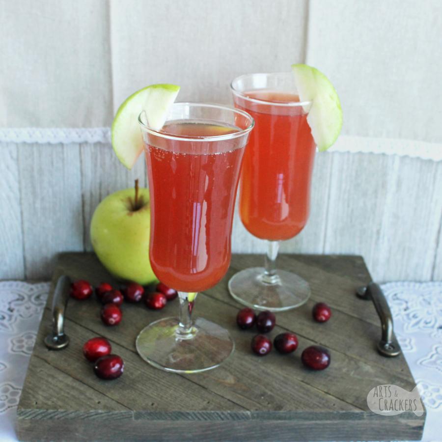 Cranberry Apple Cider Cocktail (Non Alcoholic Mocktail Recipe