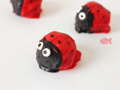 Celebrate spring with these Cute Ladybug Cake Pops (or Ladybug Cookie Bites) | no-bake desserts | cake balls | cookie balls | OREO balls | ladybug treats | spring desserts | cute food | spring treats for kids | edible crafts | fun food for kids #cakepops #funfood #kidblogger